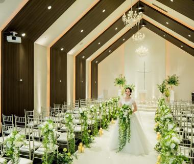 チャペルムービーがスタートする教会は、「With Ceremony~繋がるウエディング~」がコンセプト。