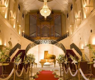 バロックステージウェディングは西日本最大級のパイプオルガンで奏でる演奏で入場!壮麗な大聖堂を思わせるホールでドラマチックな瞬間を