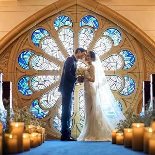 卒花おすすめ★花嫁姿がより一層輝くステンドグラス&らせん階段