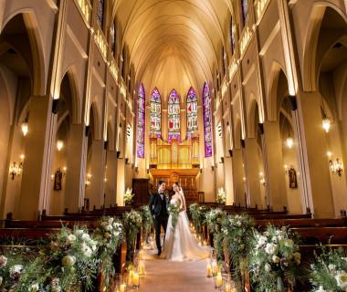 圧倒的なスケールと厳粛な空気が、訪れた人達をとりこにする迫力の大聖堂セレモニー