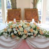 会場装花はフラワーコーディネーターがおふたりのお好みに合わせて創り上げます