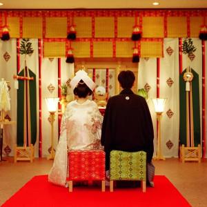 【神前式】ご親族に見守られながら、おごそかに誓いの時を迎えます|ホテル森の風鶯宿の写真(6457146)