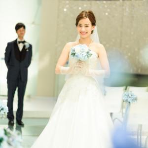 透明感のあるチャペルが花嫁のドレスをより美しく引き立てます ホテルグランドプラザ浦島の写真(4396659)