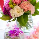 【グランドエクシブ鳥羽】色鮮やかな装花で会場の雰囲気を華やかに演出致します。