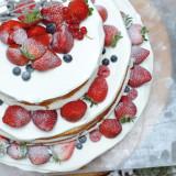 苺たっぷりオリジナルケーキ