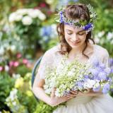 自然美と花嫁の美しさが列席者を魅了する