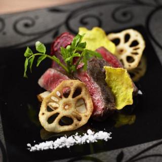 【豪華食べ比べ】とろける国産牛とプリプリ活オマール♪絶品試食
