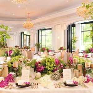 『モンテーニュ』白を基調とした大人&スタイリッシュな空間。 カフェ風の専用テラスやバーカウンターがあり、ワンランク上のパーティーが実現します。 Royal Garden Palace 八王子日本閣の写真(578985)