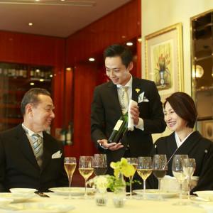 「バトラーサービス」ご家族様も安心してパーティーを楽しめる。|赤坂ル・アンジェ教会の写真(1086605)