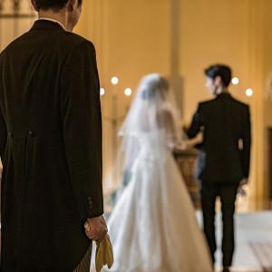 新たな誓いを胸に2人で一歩を踏み出す瞬間。|赤坂ル・アンジェ教会の写真(7272554)