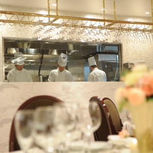 アトリエではオープンキッチンからできたてのお料理をお届けします!|赤坂ル・アンジェ教会の写真(1827242)