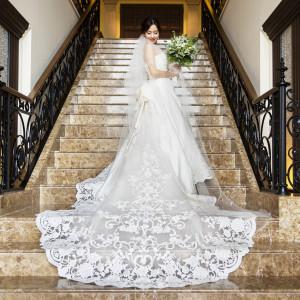 ドレス姿を一層引き立てる大階段|赤坂ル・アンジェ教会の写真(2813594)
