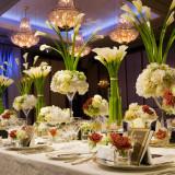 カラーの装花で大人花嫁を演出するコーディネート