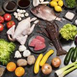 【厳選食材】お料理には地産地消の食材を使い旬の物を組み入れてご提供。食材選びもシェフが現地に赴きます