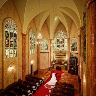 【人気No.1】花嫁を輝かせるアンティーク大聖堂模擬挙式体験