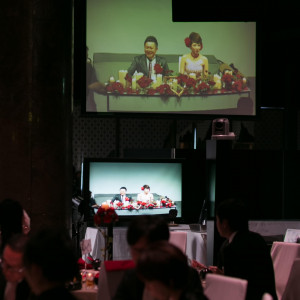 会場内のカメラでは随時、現在の様子を映し出すことができる。会場内どこからでも新郎新婦の様子が見えると好評。 JASMAC PLAZA(ジャスマック プラザ)の写真(734132)