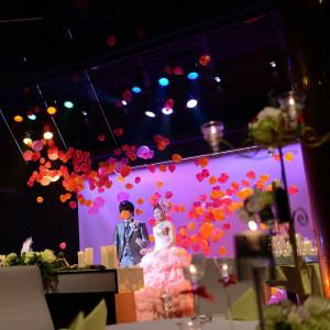 【バルーンドロップ】 ステージ上からカラフルなバルーンが降りそそぐ可愛らしい演出! JASMAC PLAZA(ジャスマック プラザ)の写真(734147)