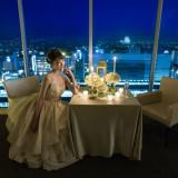 ライトアップされた姫路城の夜景を一望できるバーラウンジ「夜間飛行」。気軽にご利用いただける空間です。 最上階の夜景とともにお愉しみください。