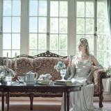 アンティークな家具と一緒に、お気に入りのドレスで記念撮影を