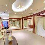 【衣裳室】ドレス、和装など幅広いラインナップが揃う