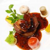 メインのお肉料理 お肉料理を重視するお客様も多いです。