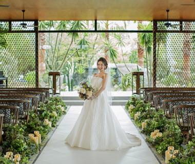 新チャペル『THE Grand Garden』 シンプルなドレスも、ゴージャスなドレスも似合います!!