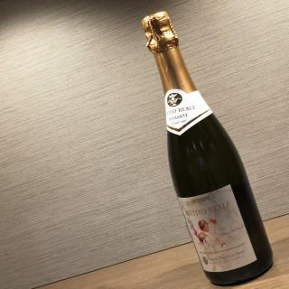 ご来館された方には ホテルオリジナルのスパークリングワインをプレゼント