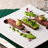 メインディッシュとしておもてなしを飾るお肉は国産牛をご用意。 美食を味わって下さい。