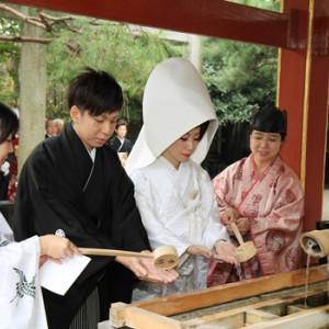 手水舎にてお清め 冠稲荷神社 宮の森迎賓館 ティアラグリーンパレスの写真(267794)