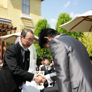 お父様から新郎様への花嫁の受け渡し|リッツガーデンハウスアヴェニューの写真(763987)