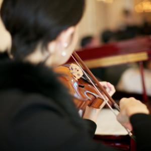 ピアノとヴァイオリンの生演奏に胸高鳴らせて|リッツガーデンハウスアヴェニューの写真(763931)