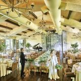 最大収容人数130名のHILLSIDE ROOM。広々とした明るい空間でゲストとのパーティを楽しむことが出来る。