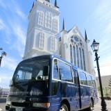 アクセスに便利な送迎バスが2台無料。宇部空港や新山口駅等、山口県内ならどこでも無料で送迎。遠方のゲストも安心して招待できる