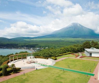富士山と山中湖に愛を誓う