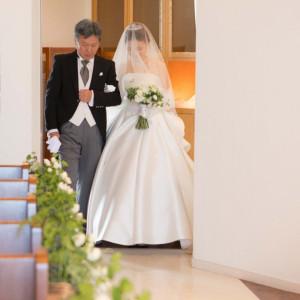 慈しみ育ててくれたお父さんとバージンロードへ|観音崎京急ホテルの写真(1469543)