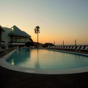 ホテル本館プール♪ 夏にはカップルにも人気の施設です。 観音崎京急ホテルの写真(1592957)