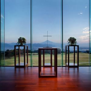 【挙式場】 荘厳な雰囲気と調和する誓いの場所|日本平ホテルの写真(466969)
