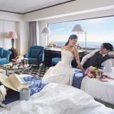 ホテルウェディングは一泊二日♪パーティー後はハネムーンルームでゆっくりとお寛ぎいただけます!ゲストも喜ぶ客室は32階以上でご用意!