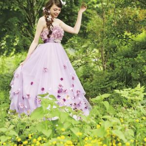 ラプンツェルを象徴するパープルをメインにしたエンパイヤのドレス (C)Disney|ベルヴィ リリアルの写真(2424486)