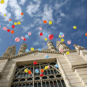 バルーンリリース 風船が空に吸い込まれていく様子は何とも言えない感動|アビー・ラ・トゥール教会(ウエディングセントラルパーク)の写真(254211)