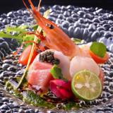 お料理では新郎新婦にかわりシェフが真心を込めて調理し、ゲストの皆様をおもてなしいたします。