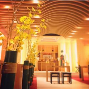 伝統的で厳かな雰囲気の中にも、挙式会場としての華やかさのある神殿「誓言」です|ホテル国際21の写真(1295138)
