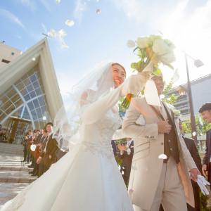 家族、友人、職場のみんなに祝福されるフラワーシャワーで幸せをシェア♪|ホテル国際21の写真(2927437)