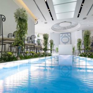 【サントヴェーナ】光の演出、聖なる水の流れるヴァージンロード。|長崎インターナショナルホテルの写真(2461240)