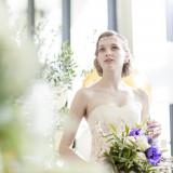 自然光たっぷりの開放感あふれる会場にはディテールにこだわった上質なドレスがお勧めです。