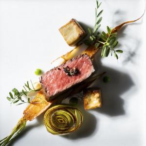 【極上の逸品】ジュワッと肉汁溢れる国産牛を堪能×商品券1万付