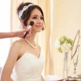 結婚式前日にドレスが会場に納品され、あとはご新婦様を待つのみ。 ご新婦様の幸せの為、専属ヘアメイクスタッフをはじめ、全スタッフがお手伝い致します。