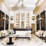 白とブラウンを貴重とした落ち着いた雰囲気のヴィクトリアハウスのロビー