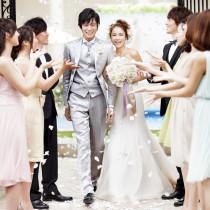 青空の下ガーデンで挙式も人気|アーククラブ迎賓館(金沢)の写真(843752)