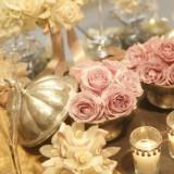 ピンクのお花とキラキラ小物でかわいらしくコーディネート